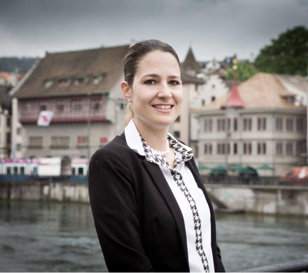 Esther Thahabi